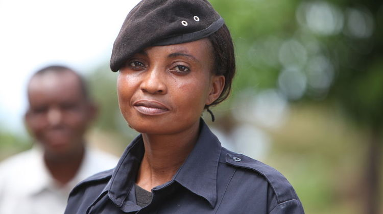 Police_officer_woman_portrait_(7176831982)