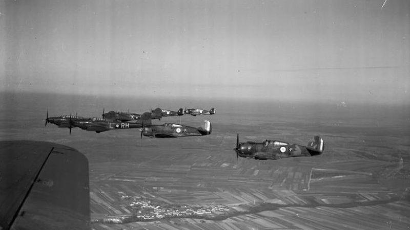 Brytyjsko-francuski patrol lotniczy: myśliwce Hawk 75 i bombowce lekkie Fairey Battle (C 651 / Imperial War Museums)