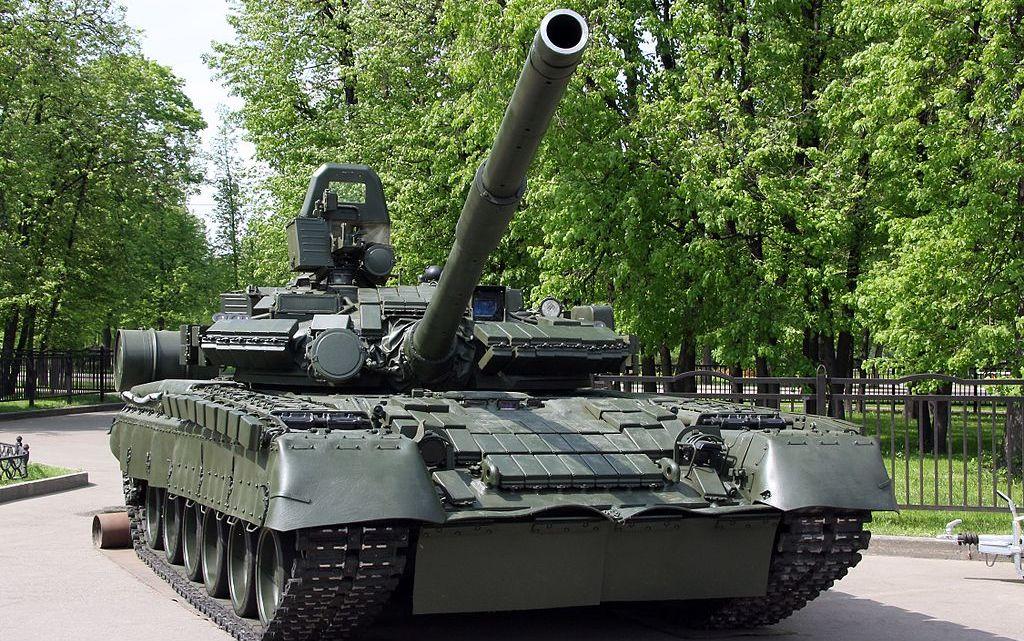 T-80BV_-_military_vehicles_static_displays_in_Luzhniki_2010-01