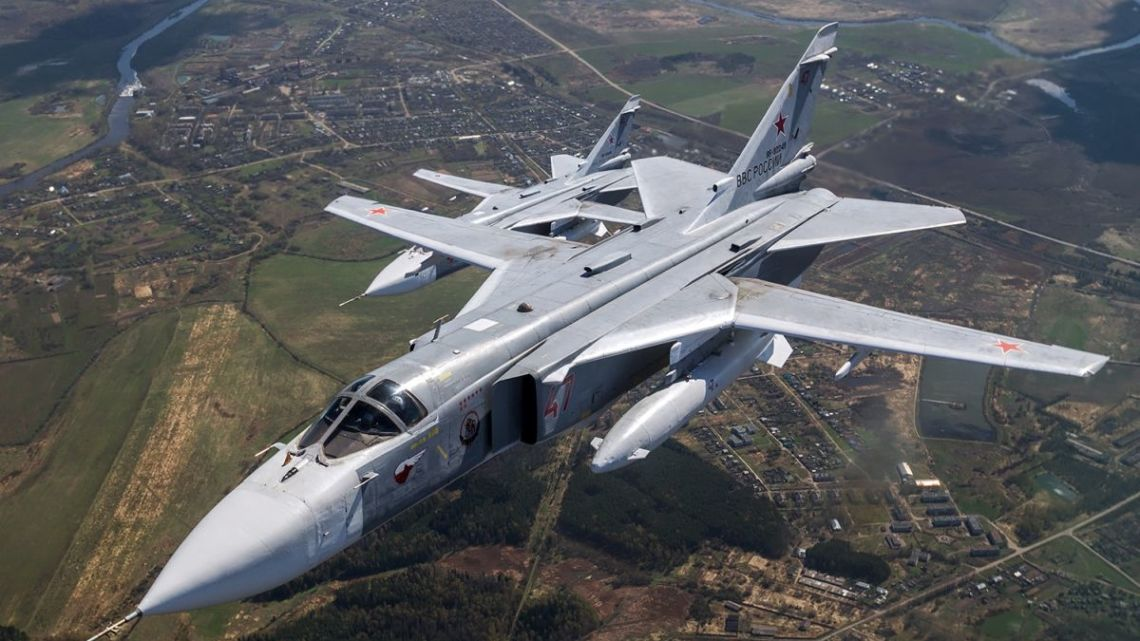 Air-to-air_with_2_Russian_Air_Force_Sukhoi_Su-24M
