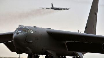 B-52 Fly_away_(8903617983)