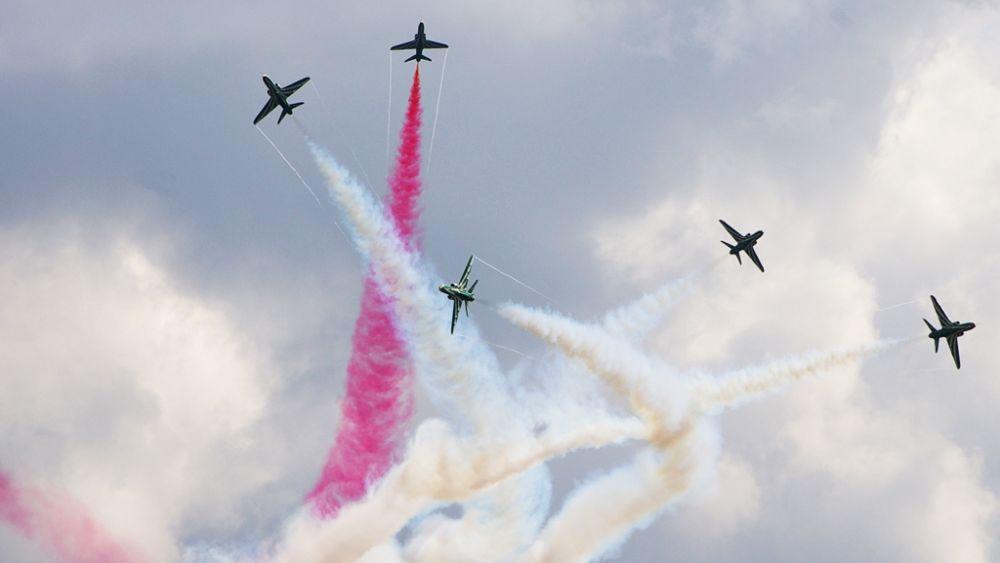Zespół Saudi Hawks nie jest częstym gościem na europejskich pokazach. Niestety pogoda nie pozwoliła mu zaprezentować kluczowego i efektownego elementu pokazu – utworzonego z dymu godła Arabii Saudyjskiej (palmy z dwoma skrzyżowanymi mieczami). (fot. Maciej Hypś, Konflikty.pl)