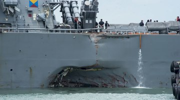 US_Navy_170821-N-OU129-022_Damage_to_the_portside_of_USS_John_S._McCain_(DDG_56)