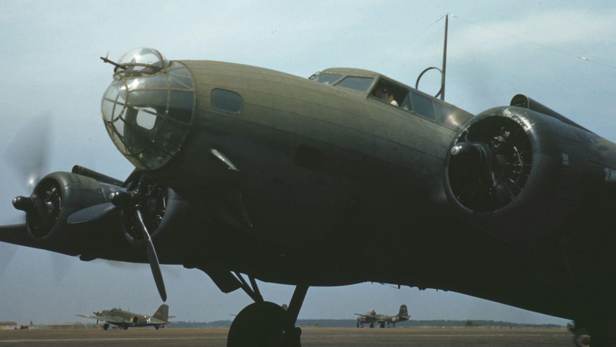 Y1B-17 z bliska. Zwraca uwagę dziobowe stanowisko strzeleckie, odmienne niż w późniejszych wersjach