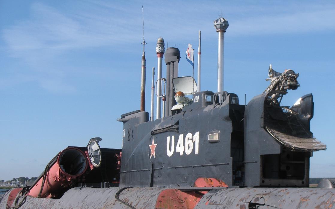 Okręty podwodne projektu 651 | Konflikty.pl | Kiosk okrętu projektu 651. Dobrze widoczna antena naprowadzająca pociski P-6 systemu Argumient, która chowała się poprzez obracanie do wnętrza kiosku (fot. Maciej Hypś, Konflikty.pl)