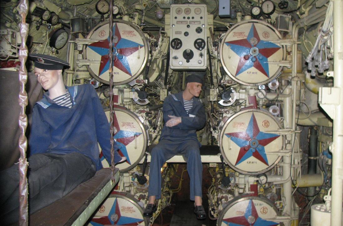 Dziobowy przedział torpedowy na okręcie muzeum U-461 (fot. Maciej Hypś, konflikty.pl)