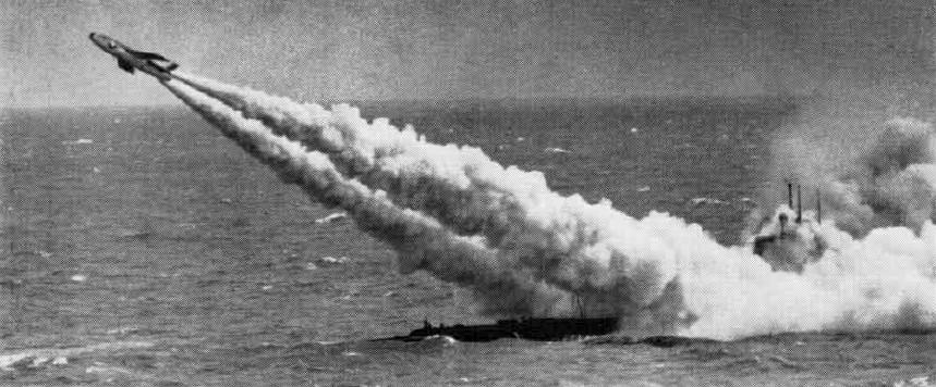 Odpalenie Regulusa z okrętu podwodnego USS Tunny typu Gato, 1958 rok (fot. US Navy)