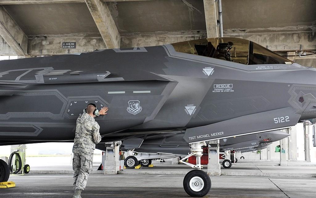 Hill F-35A Lightning II conduct air training