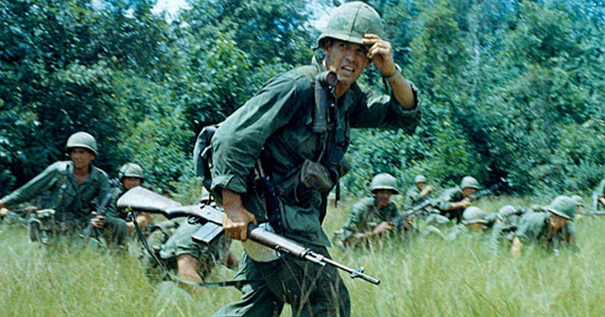 Porucznik 16. Pułku 1. Dywizji Piechoty w Wietnamie, 1965 tok (fot. US Army)