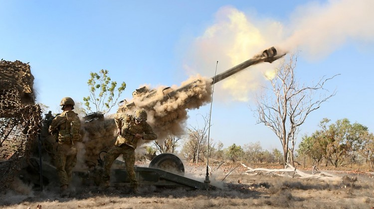 Australian_soldiers_from_the_8-12_Field_Regiment_firing_a_M777_155mm_howitzer