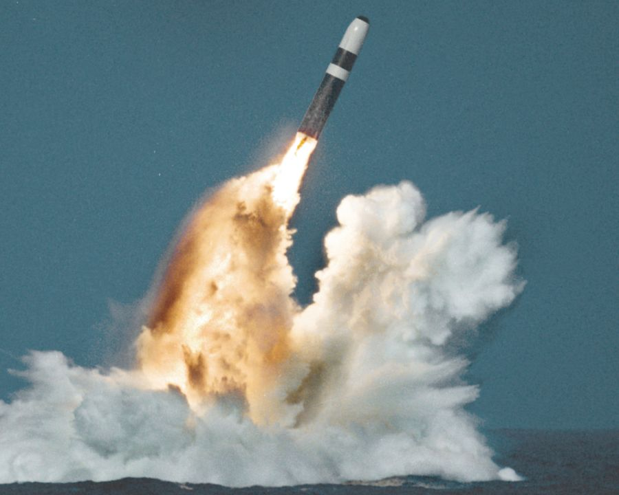 Odpalenie pocisku balistycznego Trident II z okrętu typu Vanguard