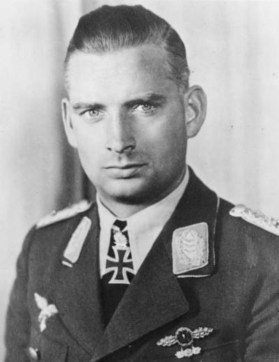 Hajo Herrmann (fot. Bundesarchiv, Bild 146-2005-0025 / CC-BY-SA 3.0)