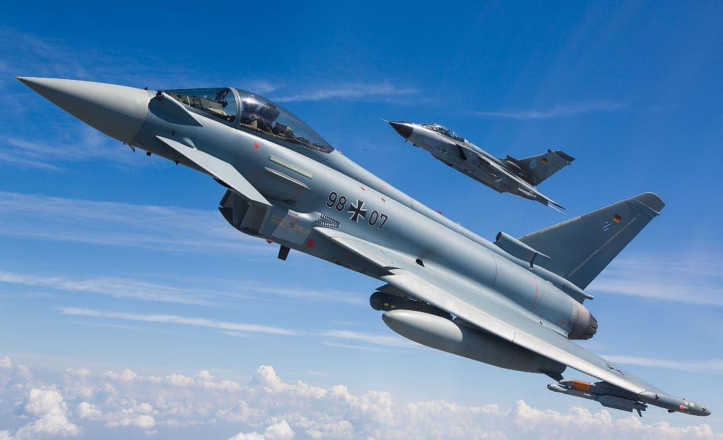 """F-35 vs Typhoon: """"Berlin poświęca NATO w imię współpracy z Francją"""""""