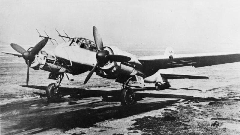 Myśliwiec nocny Ju 88G-6. Samoloty tego typu dysponowały na ogół radarem FuG 220 Lichtenstein SN-2 i czterema działkami kalibru 20 milimetrów (fot. CH 15686 – Imperial War Museums)