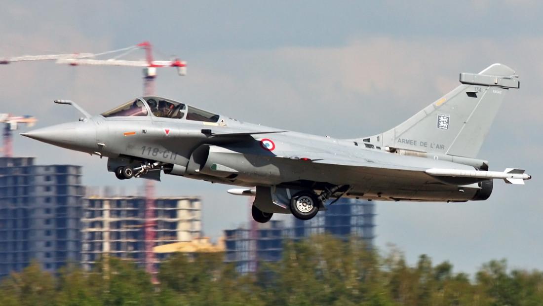 Nowy indyjski przetarg na myśliwce   Konflikty.pl   Za półtora roku indyjskie lotnictwo ma otrzymać pierwsze z 36 myśliwców wielozadaniowych Dassault Rafale kupionych na zasadzie umowy międzyrządowej (fot. Dmitry Terekhov, Creative Commons Attribution-Share Alike 2.0 Generic)