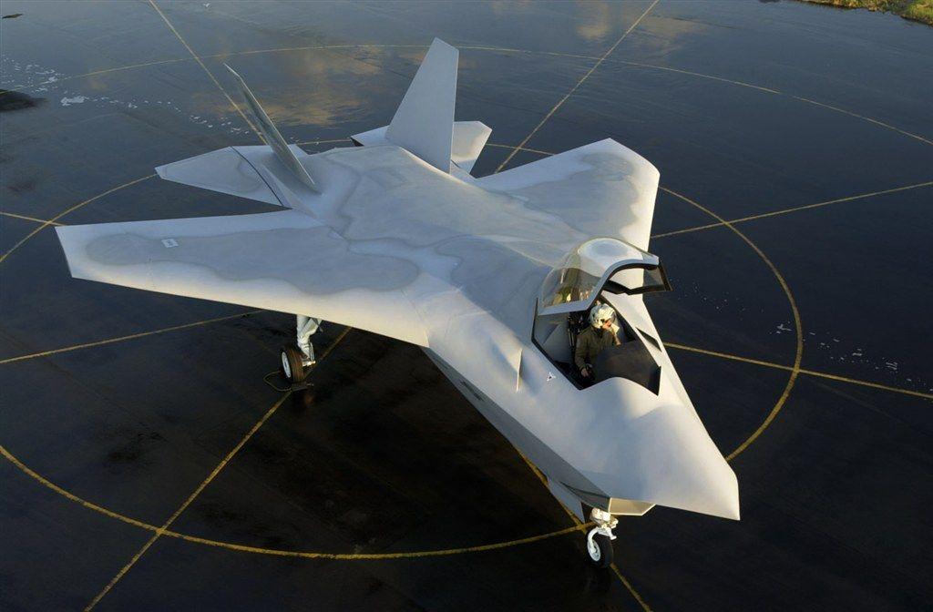 Pokazana przez Boeinga w 2000 roku makieta seryjnego F-32. (Boeing)