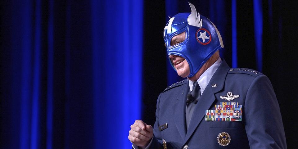US Air Force: Kapitan Marvel i Kapitan Ameryka