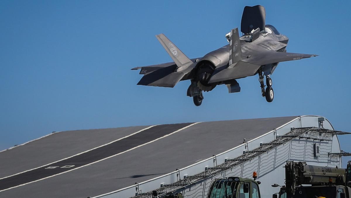 Pierwsze lądowanie F-35 na brytyjskim lotniskowcu