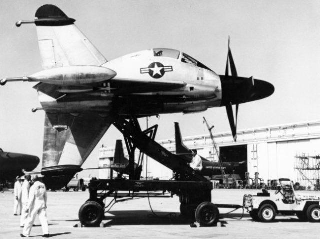 XFY-1 Pogo na wózku transportowym