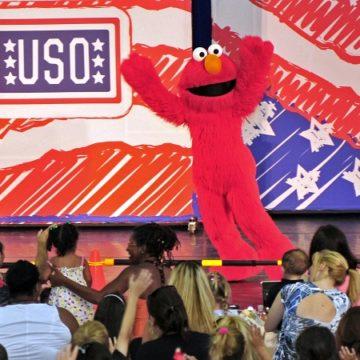 Elmo z Ulicy Sezamkowej rekrutuje do US Air Force