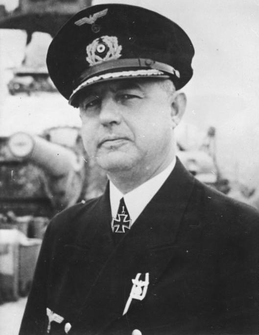 Kurt-Cäsar Hoffmann, dowódca pancernika Scharnhorst