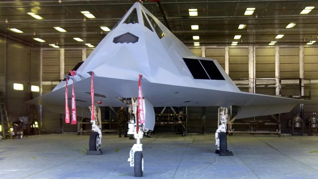 Nietypowo pomalowany F-117A nad Kalifornią