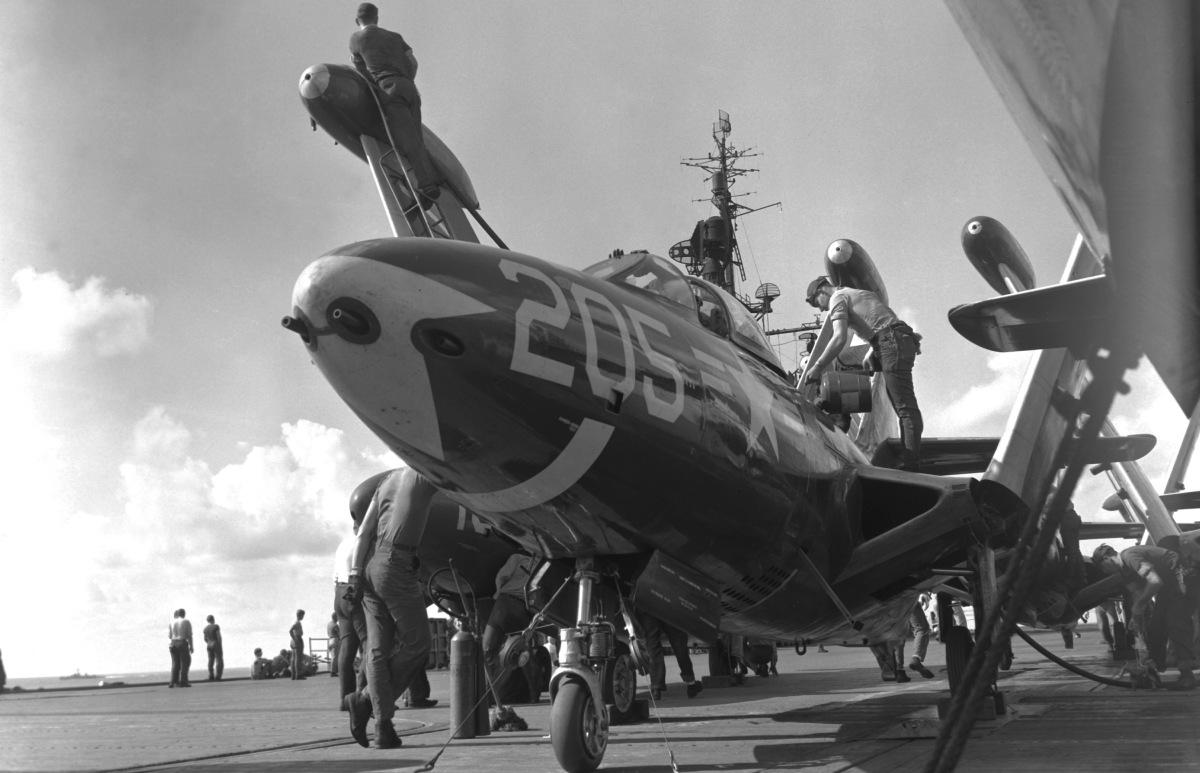 F9F Panther na pokładzie lotniskowca