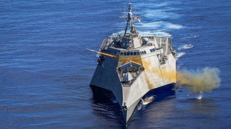Odpalenie NSM z USS Gabrielle Giffords. Cel: USS Ford