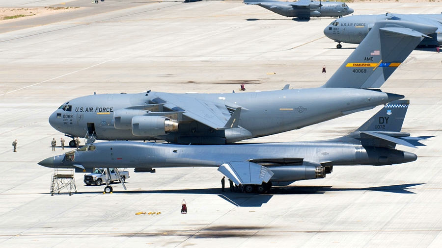 Samolot arsenał USAF: B-52, B-1, a może C-17?