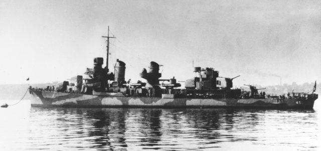 USS O'Bannon w początkowym okresie służby, pokryty kamuflażem Measure 12 Modified.