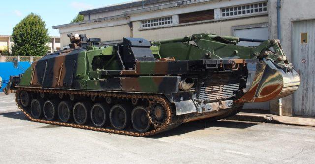 Wóz zabezpieczenia technicznego DCL na bazie Leclerc