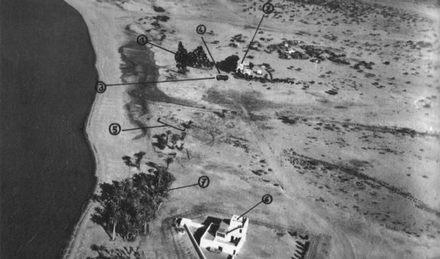 1: Somalijski MG 42. 2: Somalijski posterunek graniczny. 3: Autobus. 4: Szlaban. 5. Stanowisko snajperów GIGN. 6: Budynek GNA. 7: Stanowisko dowodzenia generała Brasarta, dowódcy sił francuskich we FTAI.