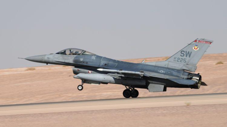 F-16C z Shaw AFB w bazie Al-Amir Sultan
