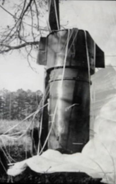 Jedna z dwóch bomb zrzuconych opodal Goldsboro