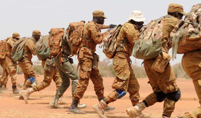 Żołnierze sił zbrojnych Burkina Faso podczas ćwiczeń