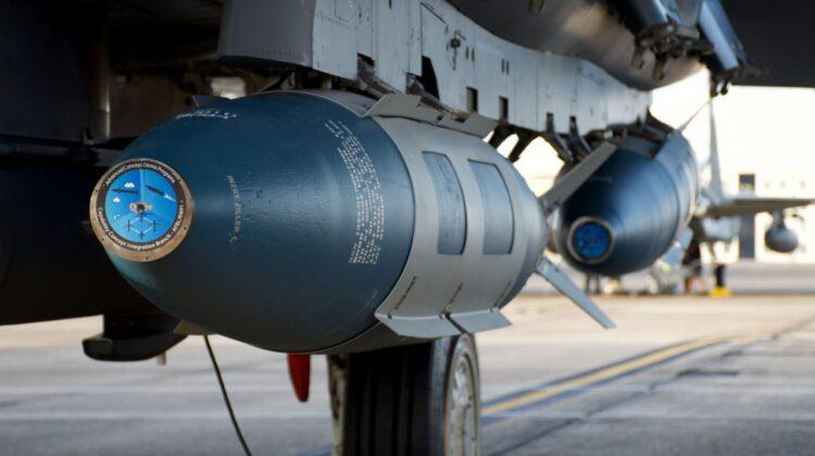 JDAM podwieszony pod F-15